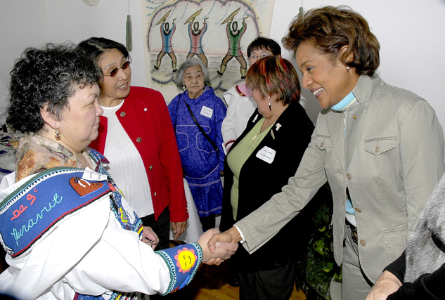 As part of her visit in Iqaluit, Michaëlle Jean shakes hands with Ms. Natsiq Kango, under the watchful eye of Commissioner Anne Hanson. Archive photo.
