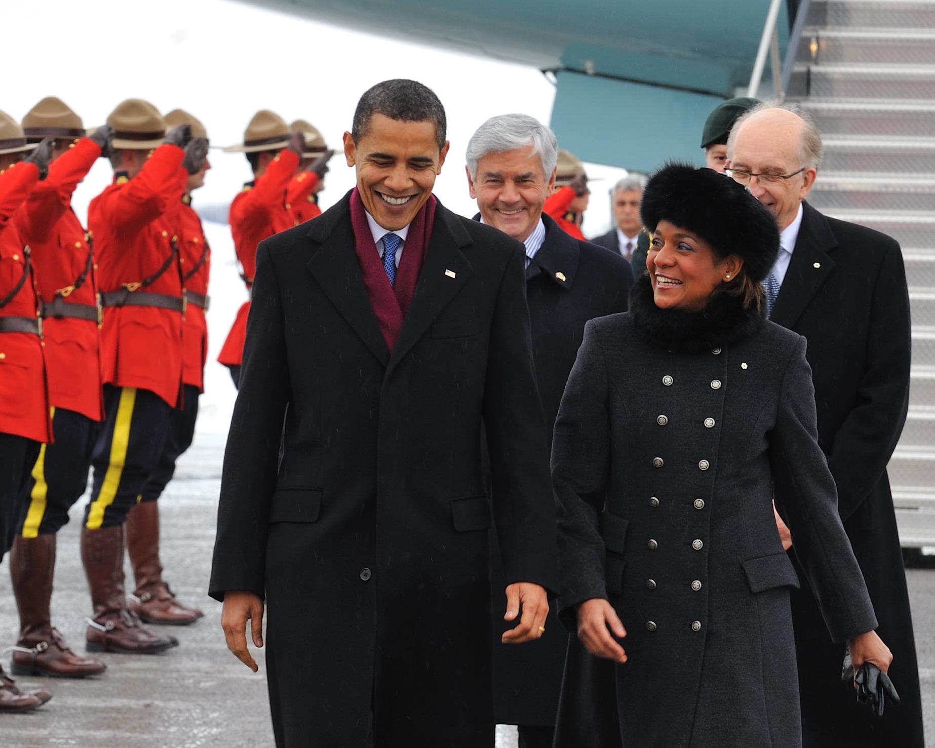 Ottawa, 19 février 2009 — Leurs Excellences, la très honorable Michaëlle Jean, gouverneure générale du Canada, et monsieur Jean-Daniel Lafond accueillent l'honorable Barack H. Obama, président des États-Unis d'Amérique, à son arrivée àOttawa pour une journée de rencontres officielles.