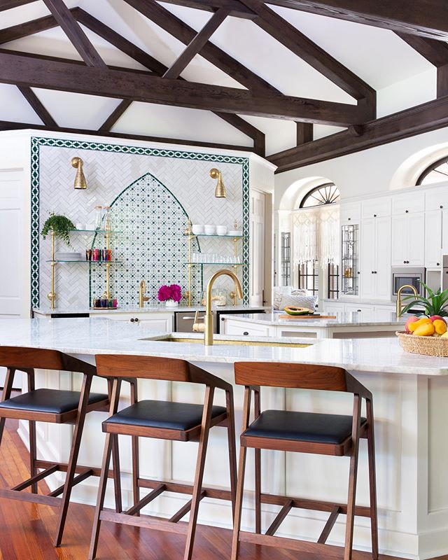 Here's another shot of the kitchen remodel at our #moroccanmodernbsi project. 😍 Thank you, @mollyculverphotography for the beautiful shot! #beccastephensinteriors #interiordesign #austininteriordesign #austintx #hydeparkaustin #historichomes #kitchenremodel #kitchendesign #globalinspiredinteriors #moroccandesign #zellij #zellige