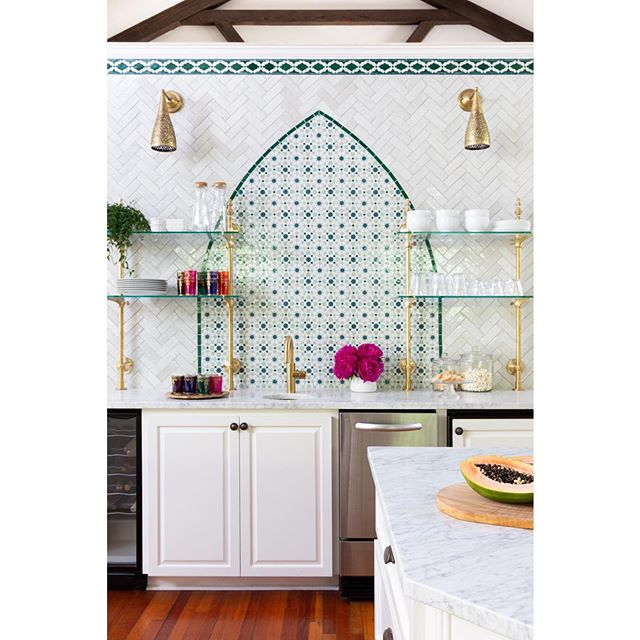 Ready for ALL THE DRAMA?! 👉Swipe for the 'before' to see how we removed cabinets and added the most beautiful custom colored, authentic Moroccan zellij tile from the lovely @tilesofezra, installed by our friends at @clayimports. The arch shape creates an interesting architectural element and the Carrara marble counters and custom brass bistro shelves give this kitchen a European feel. The authentic Moroccan sconces from @tazidesigns are just perfect for this historic estate that needed to go from 90's Texas redo back to its Moorish roots. This wall took A LOT of time to get right and we are so grateful for our patient clients and the help of everyone involved. 📸 by @mollyculverphotography  #beccastephensinteriors #interiordesign #kitchendesign #beforeandafter #globalinspireddesign #moroccanmodernbsi #moroccandesign #austintx #austininteriordesign #zellij #zellige #tile #ihavethisthingwithtiles #hydeparkaustin @austin_home