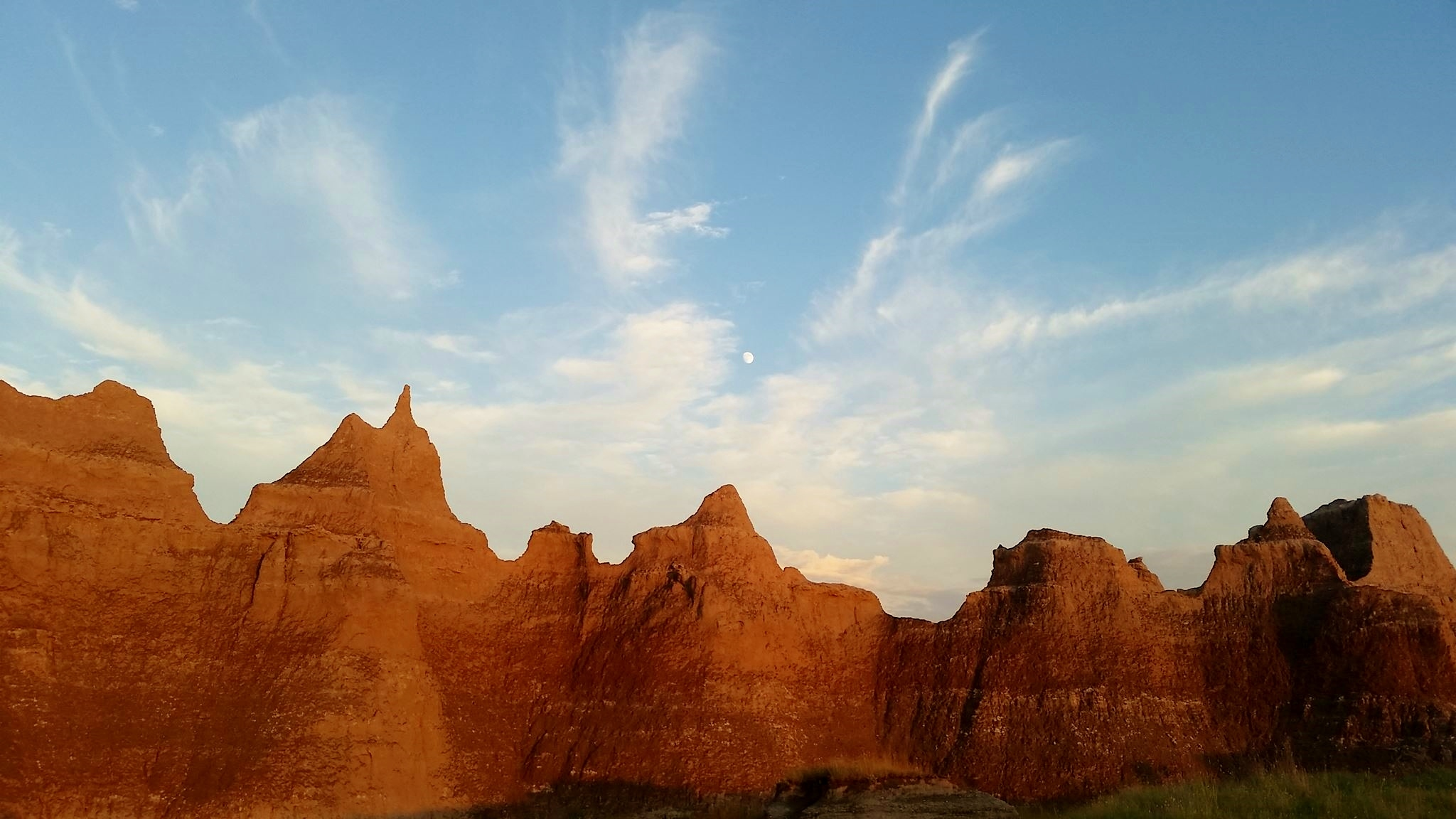 Sunset and moonrise in the Badlands
