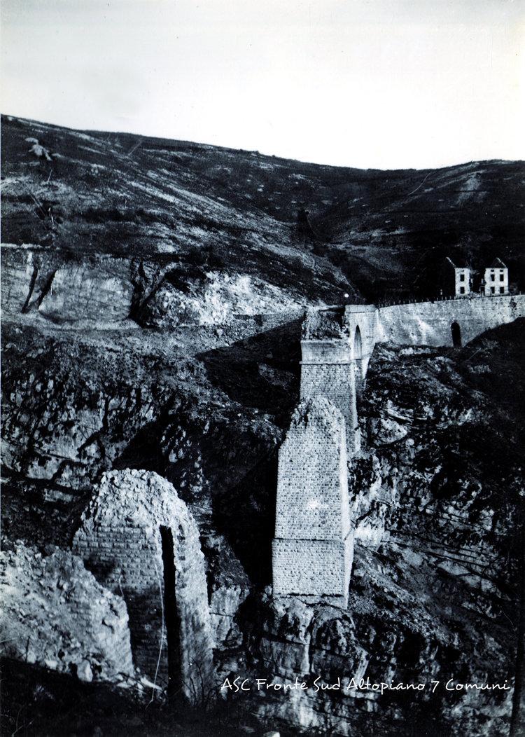 La distruzione dell'imponente ponte di Roana sulla Val d'Assa