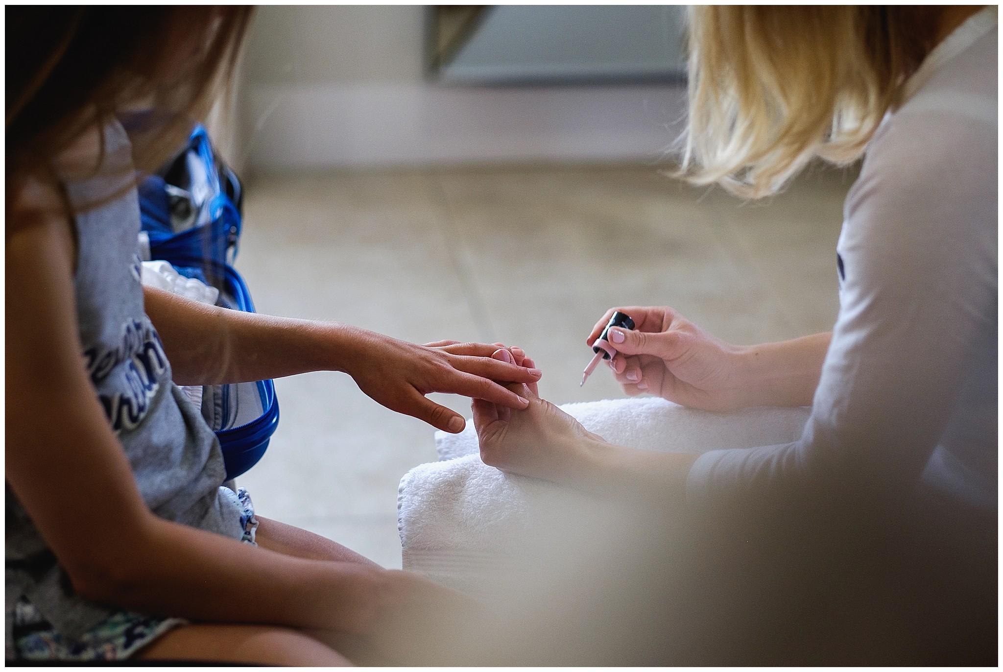 Mother varnished her daughter nails for wedding day