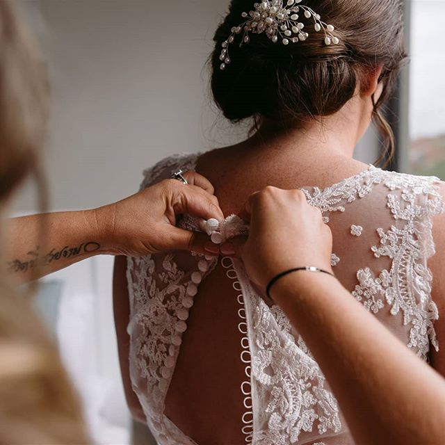 Wedding details, one of my favourite parts of the day to photograph. . . #wedding  #jessicaprinceweddings #jessicaprincephotography #jessicaprince #weddingday #photographer #weddingphotographer #weddingphotography #weddinginspo #weddingsofinstagram #weddingphotos #bridalportraits #bride #photobugcommunity #wedphotoinspiration #loveauthentic #momentslikethese #morningtonpeninsulawedding #morningtonpeninsulaphotographer #weddingdetails #gettingready #loveweddings #loveislove