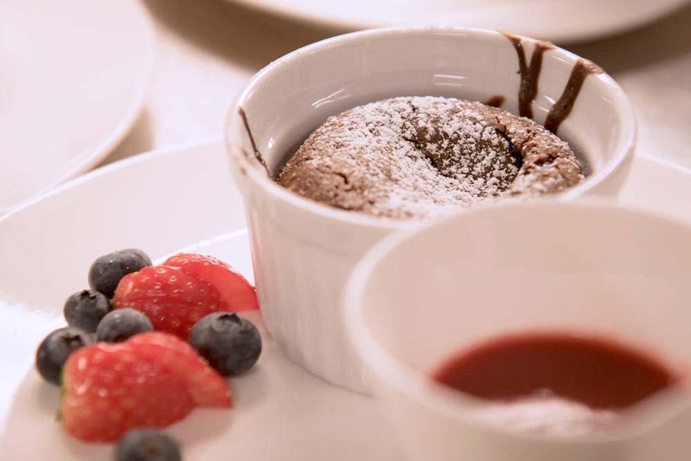 sjokoladefondant-med-is-og-bær-dessert-glenne-gaard.jpg