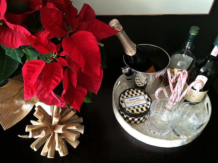 bar-dark-walls-christmas-decor.jpg