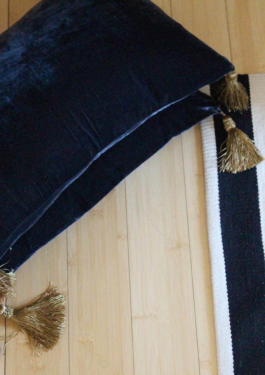 pillows-black-velvet-h&m.jpg