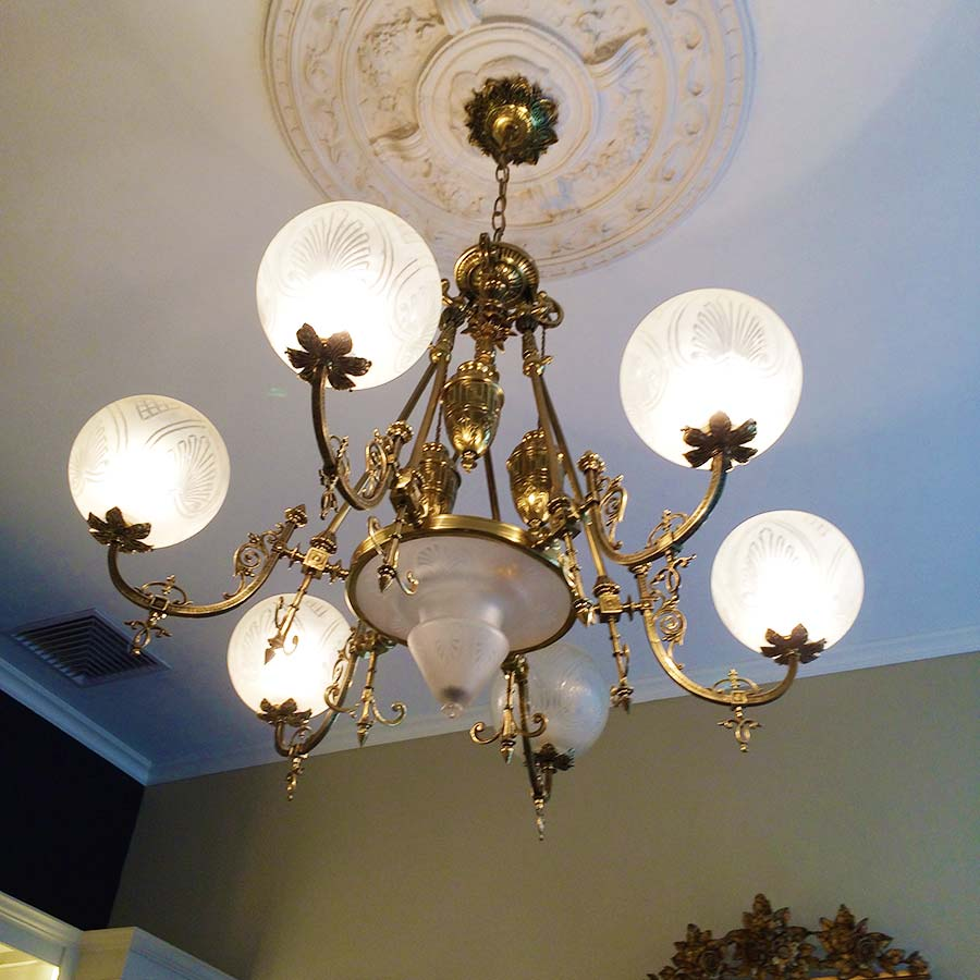 traditional-chandelier-home-lima-peru-colonial.jpg