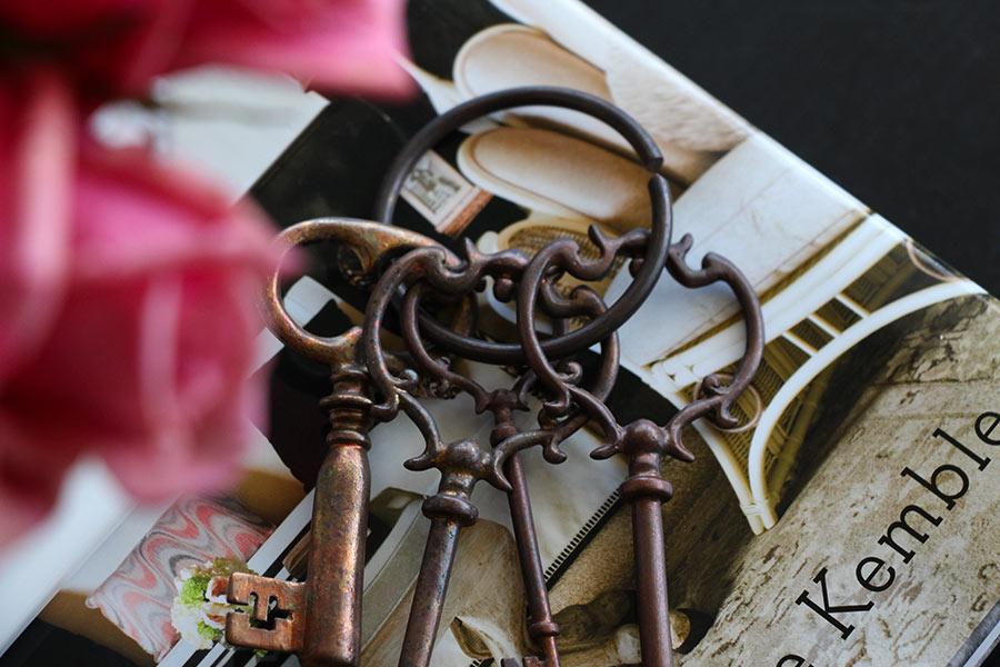 vintage-keys-detail-home-styling-decoration.jpg