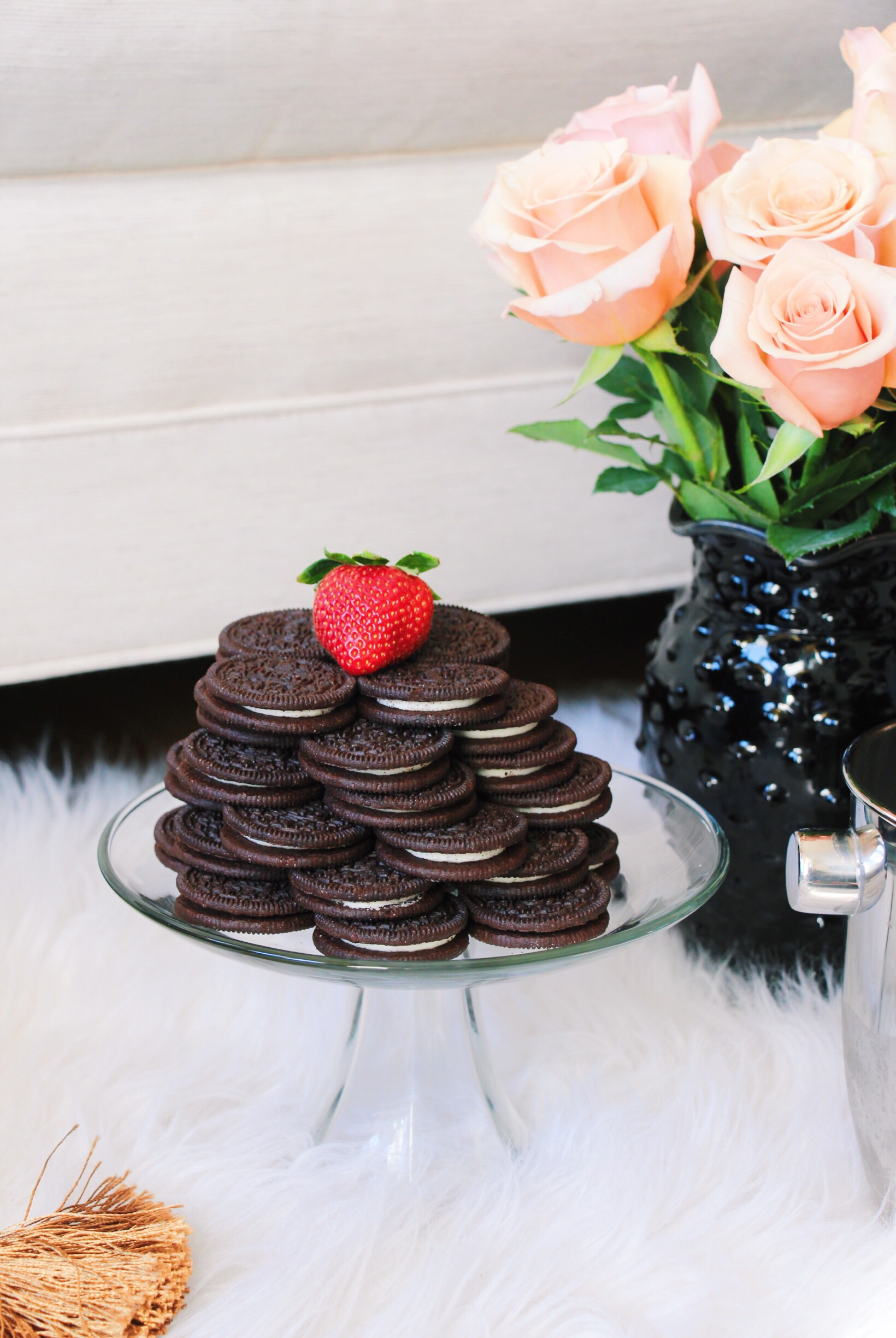 TIP 2 -->  Use oreos to create a cake for two. Sweets & bubbly is the best combination!