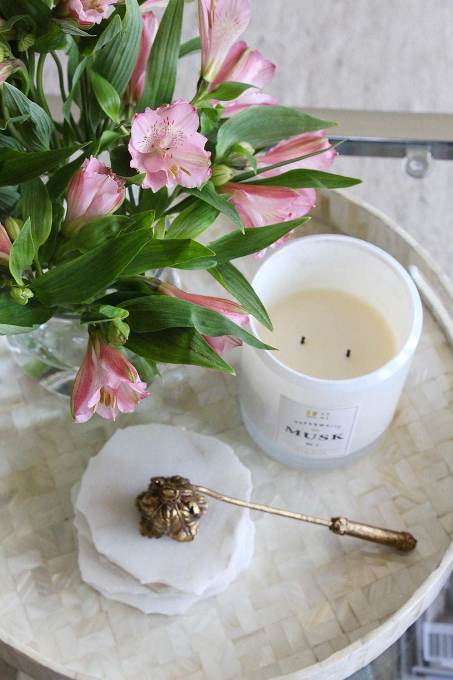 flowers-coffee-table-decor-styling.jpg