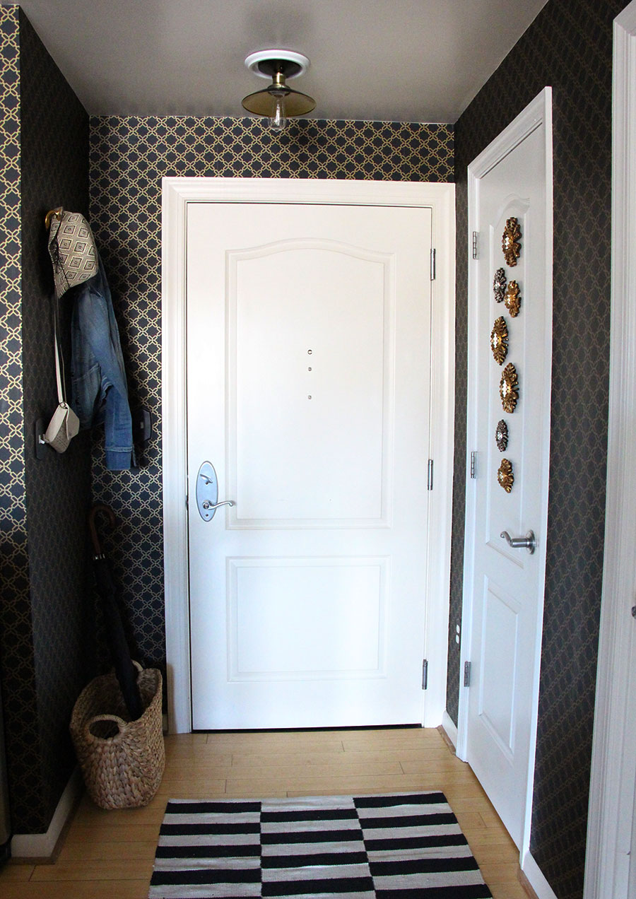 small-entry-way-wallpaper-trellis-decor.jpg