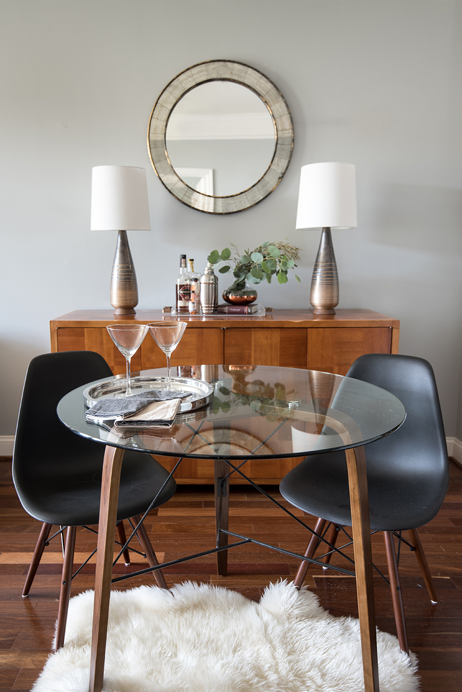 small-dining-room-collected-apartment-living-vintage-pieces-splendor-styling-mariella-cruzado.jpg