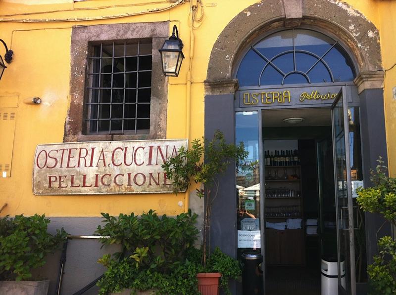 Osteria Pelliccione dal 1954   Piazza Giuseppe Mazzini 13/14 - 00045 Genzano di Roma - Tel. 06 9364480    Traditional roman food.