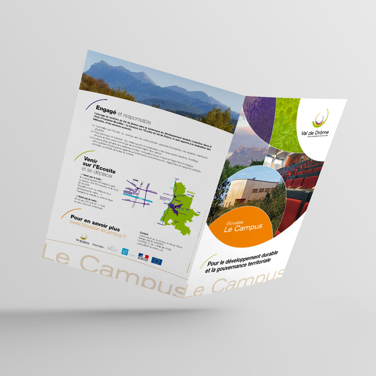 Bifold-Brochure-Mockup-Plaquette-Campus-04.jpg