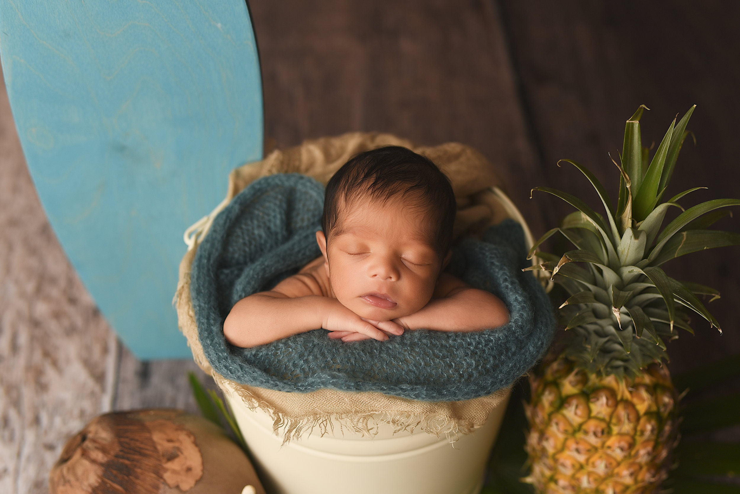 Sarah_Lynn_Photography_Oahu_Newborn_Photographer_Baby_Photos_Sleepy
