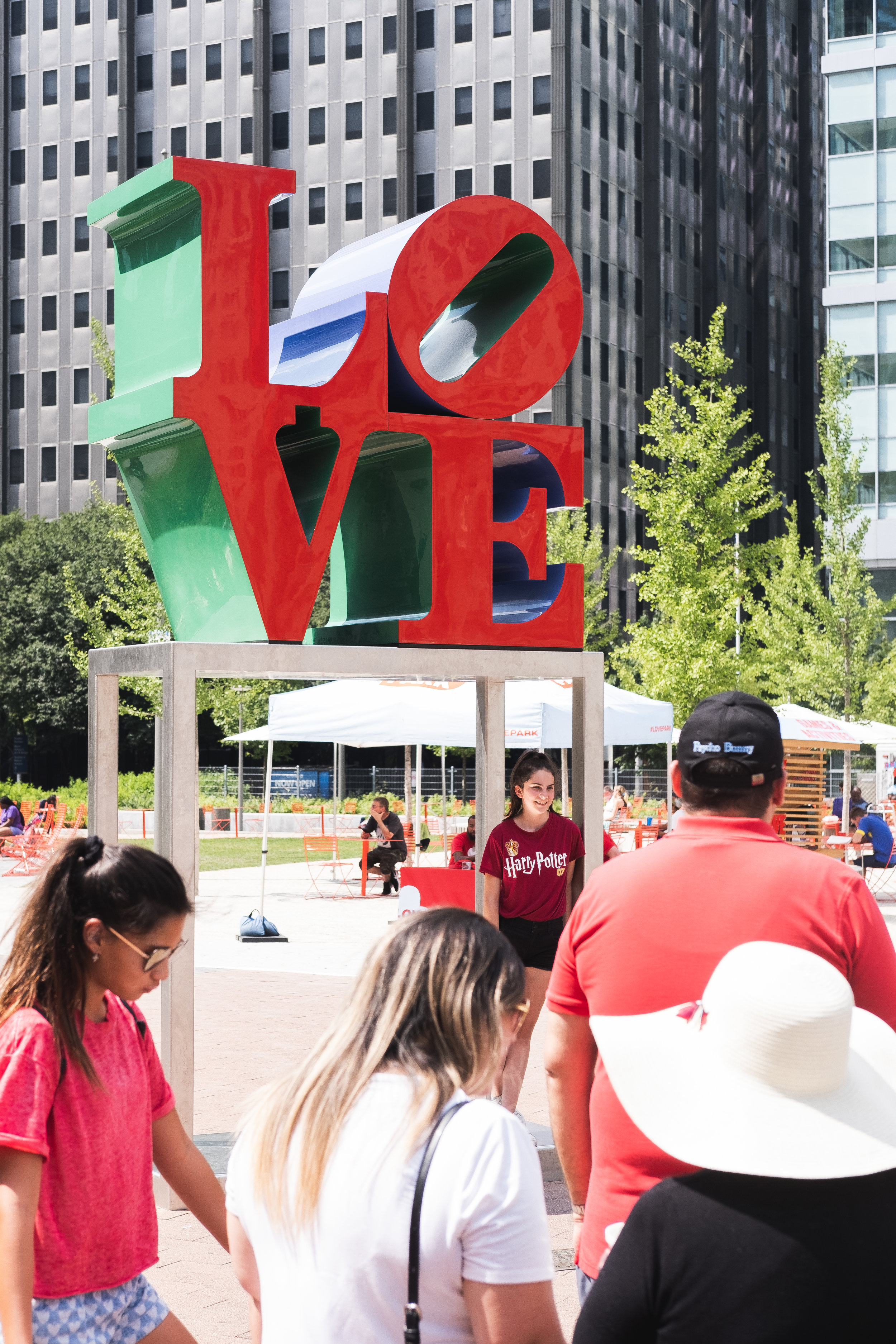 2019_LOVE PARK STATUE_ACTIVITES_THE PHILLY CHECKLIST-2.jpg