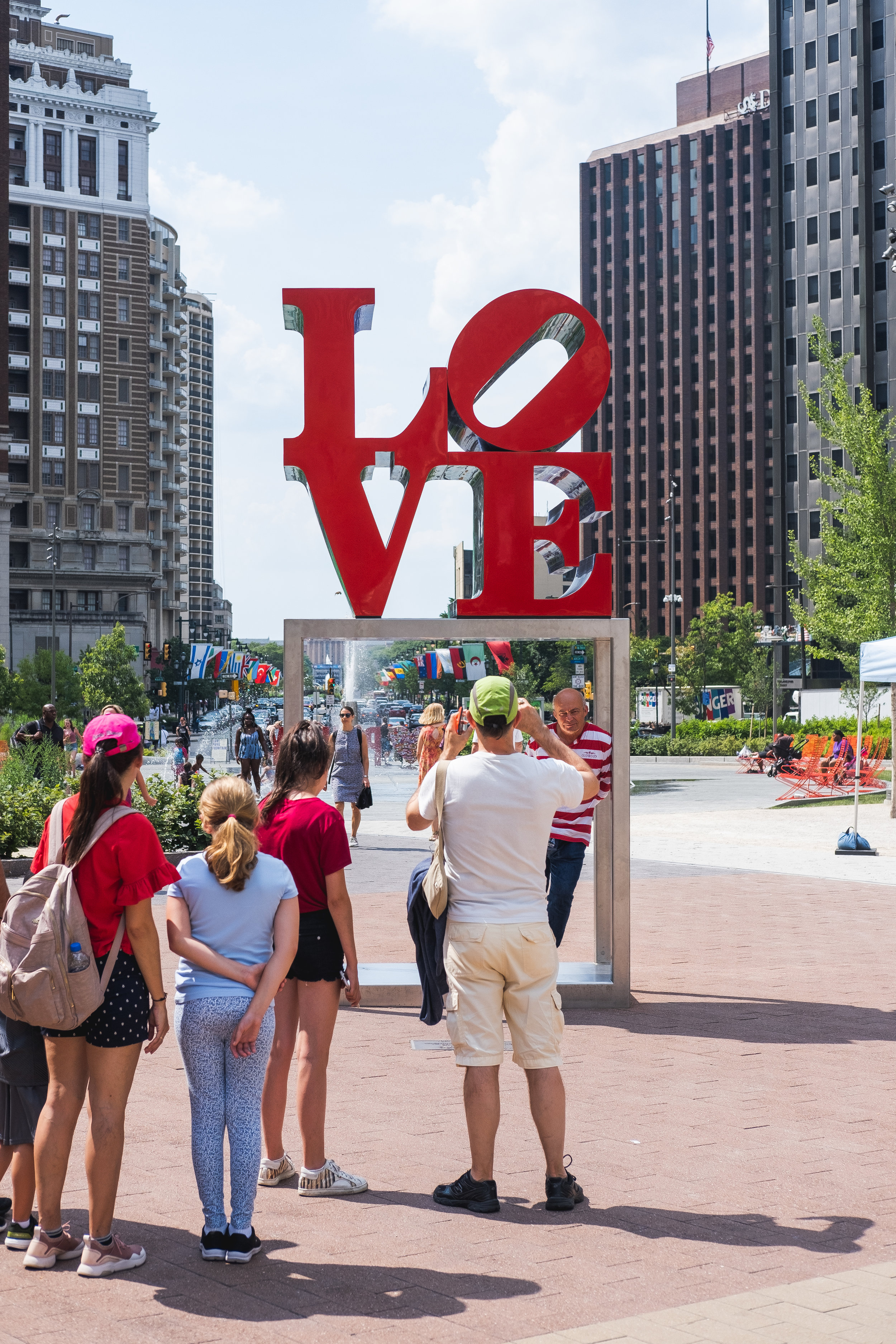 2019_LOVE PARK STATUE_ACTIVITES_THE PHILLY CHECKLIST-1.jpg