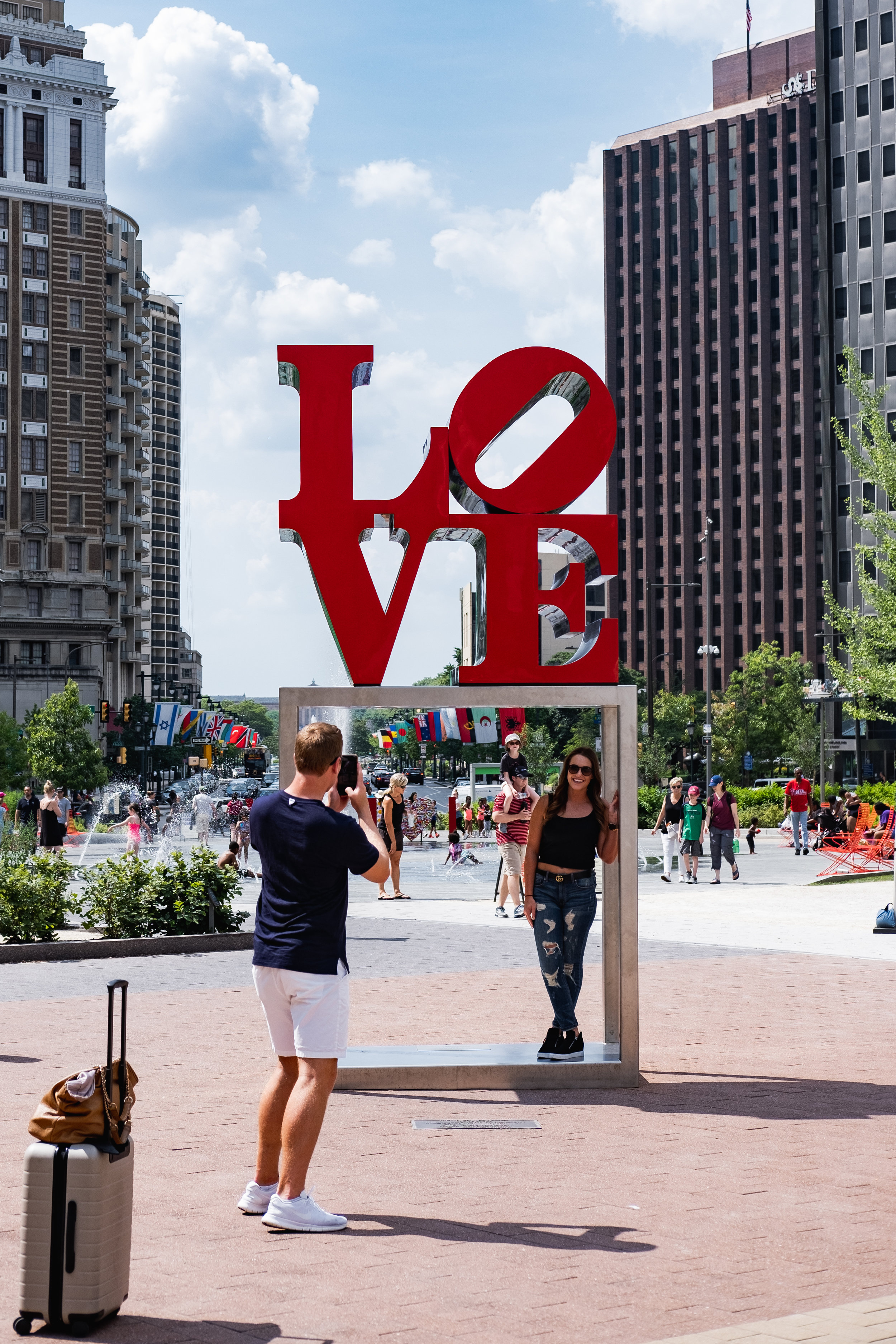 2019_LOVE PARK STATUE_ACTIVITES_THE PHILLY CHECKLIST-4.jpg