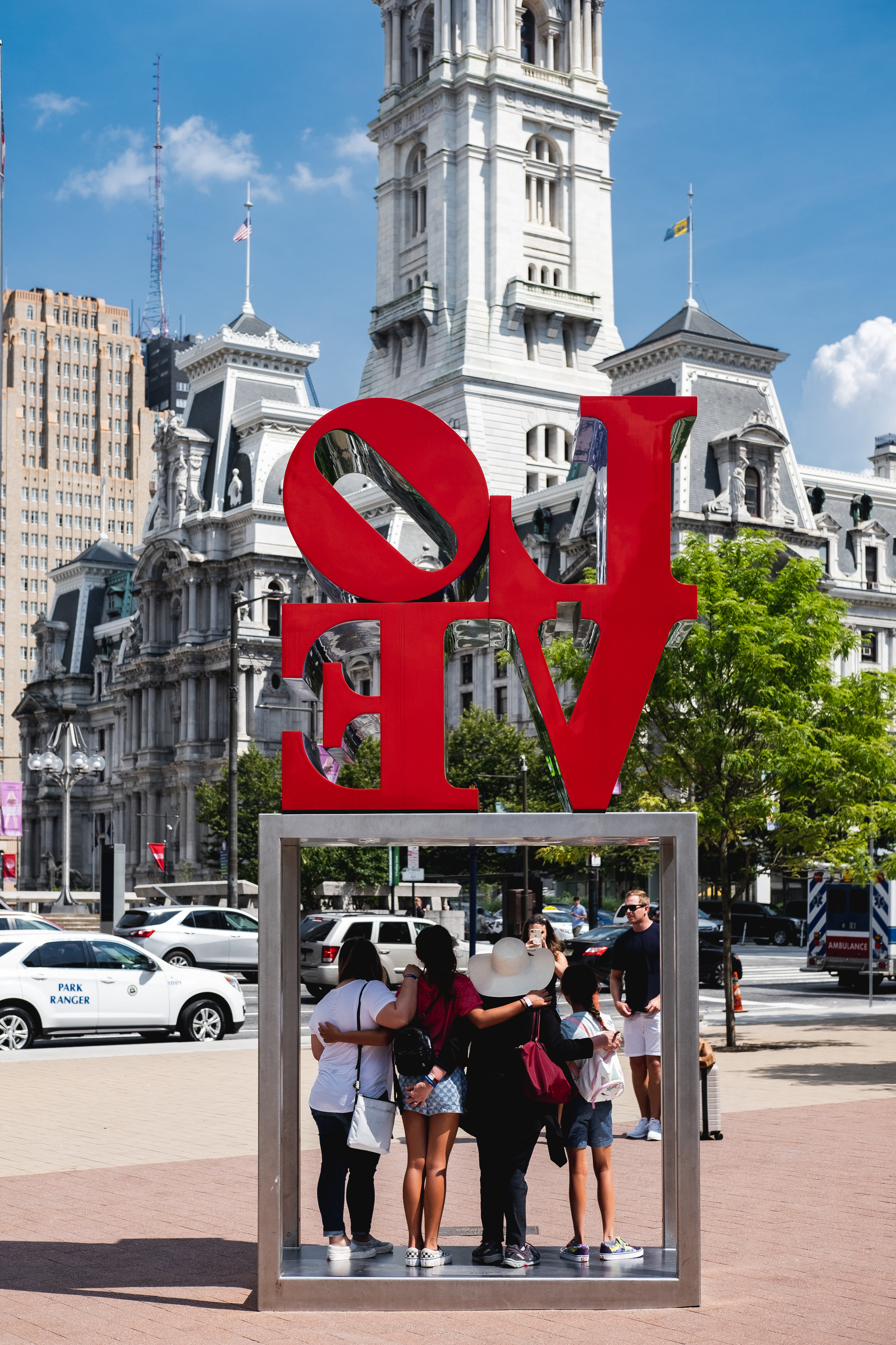2019_LOVE PARK STATUE_ACTIVITES_THE PHILLY CHECKLIST-3.jpg