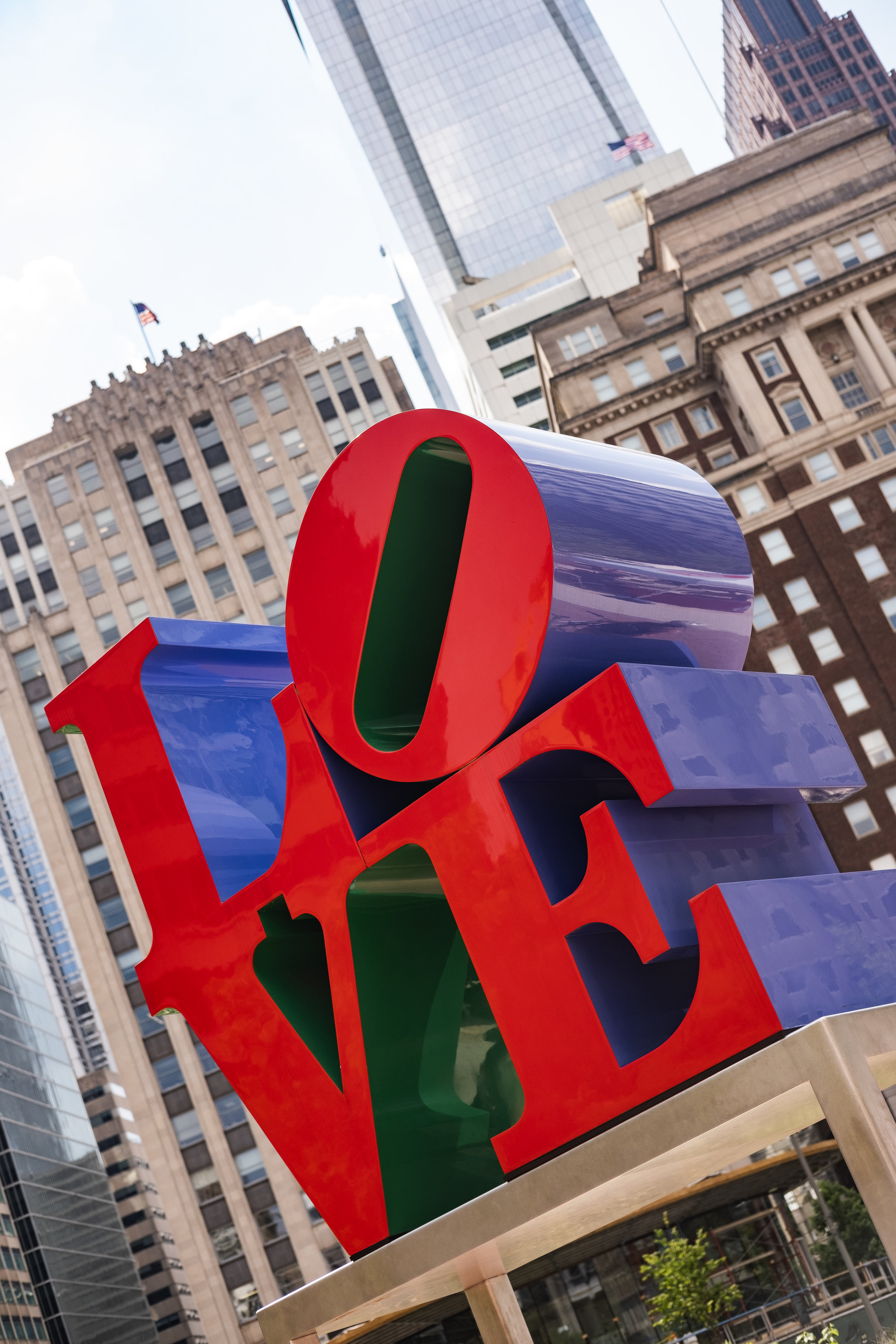 2019_LOVE PARK STATUE_ACTIVITES_THE PHILLY CHECKLIST-5.jpg