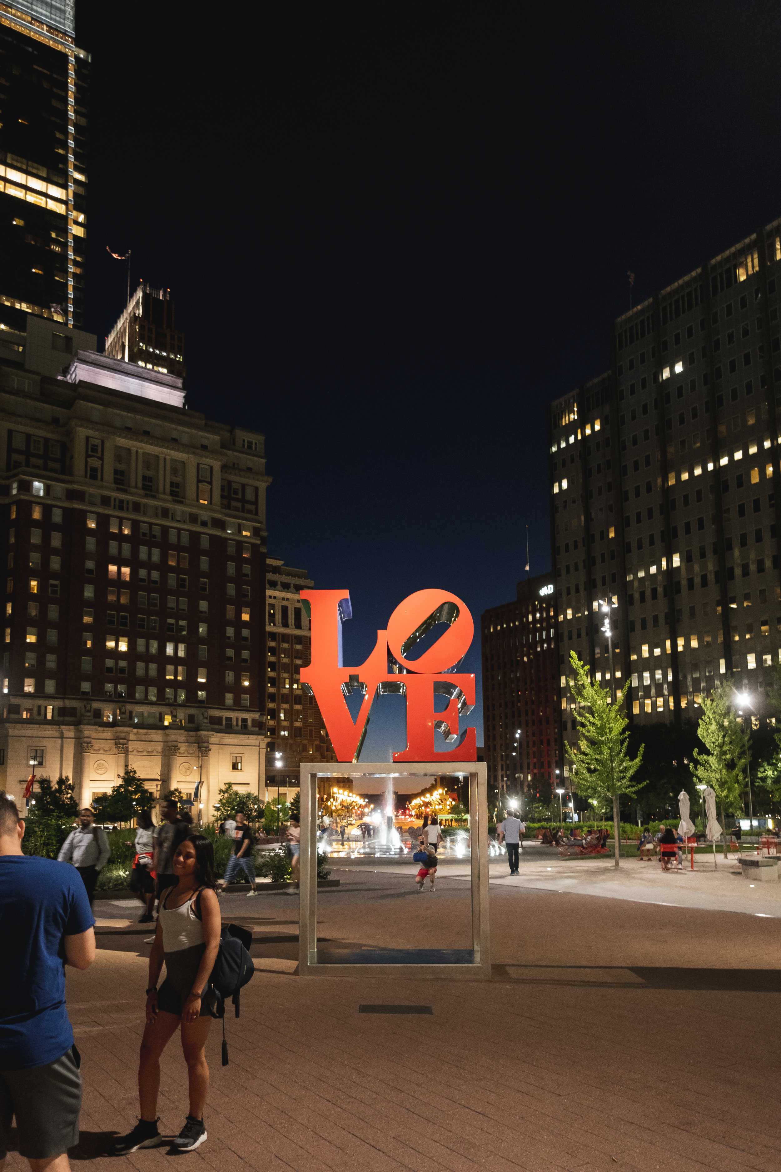 2019_LOVE PARK STATUE_ACTIVITES_THE PHILLY CHECKLIST-6.jpg