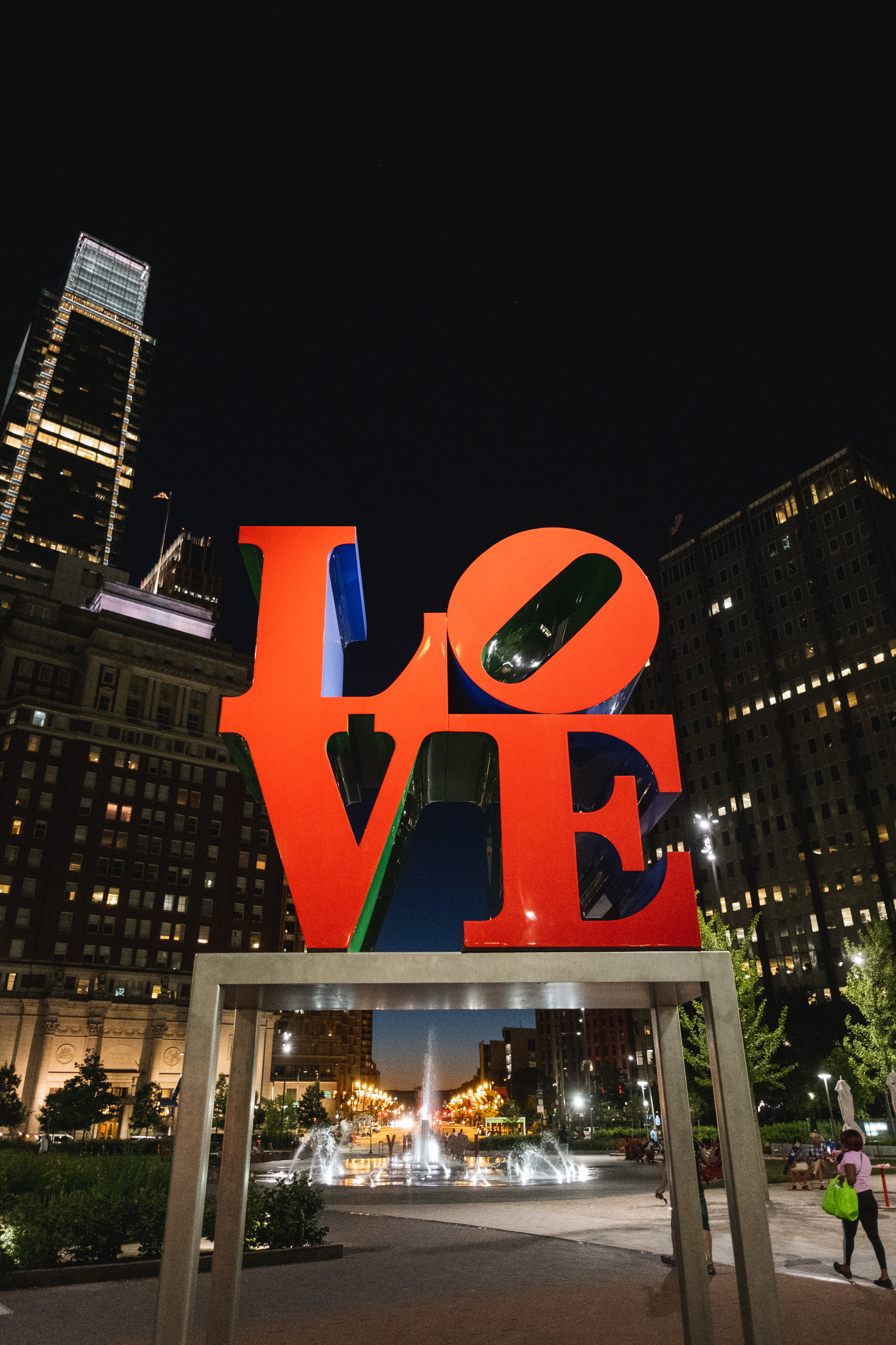 2019_LOVE PARK STATUE_ACTIVITES_THE PHILLY CHECKLIST-7.jpg