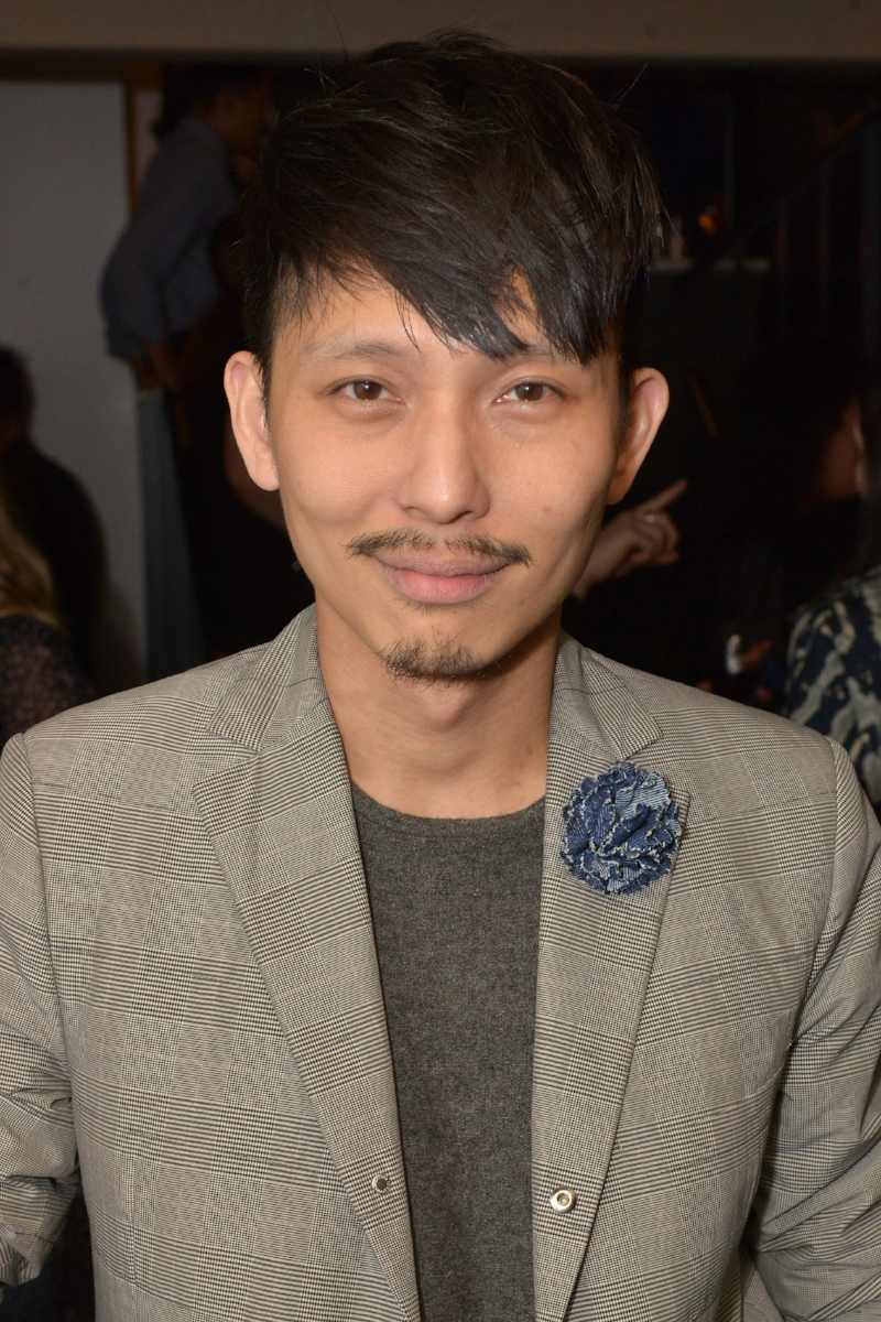 EIC of Essential Homme, Terry Lu wears Fleur'd Pins large denim carnation to the MAVI Summer Kick Off Dinner 4.25.18 - photo by Andrew Werner.jpg