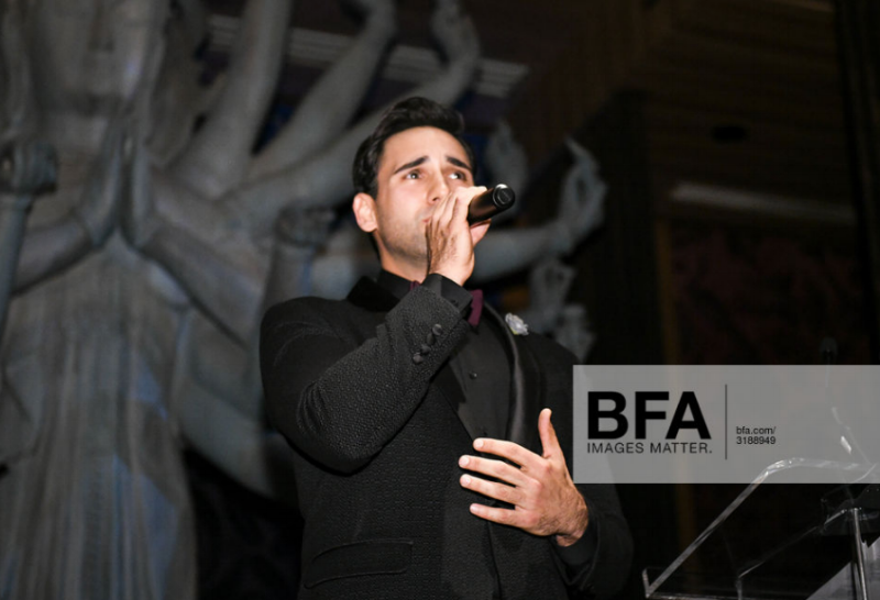 Mike Longo performs at the 2018 American Group Travel Awards 11.12.18 wearing Fleur'd Pins Moonmist Grey Snakeskin Cabbage Rose - photo by Andrew Werner.png