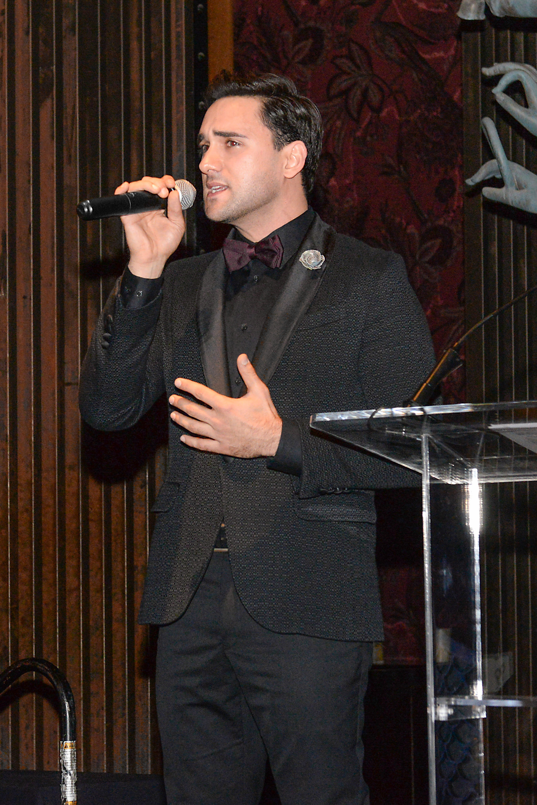 Mike Longo performs at the 2018 American Group Travel Awards 11.12.18 wearing Fleur'd Pins Moonmist Grey Snakeskin Cabbage Rose - photo by Andrew Werner.jpg