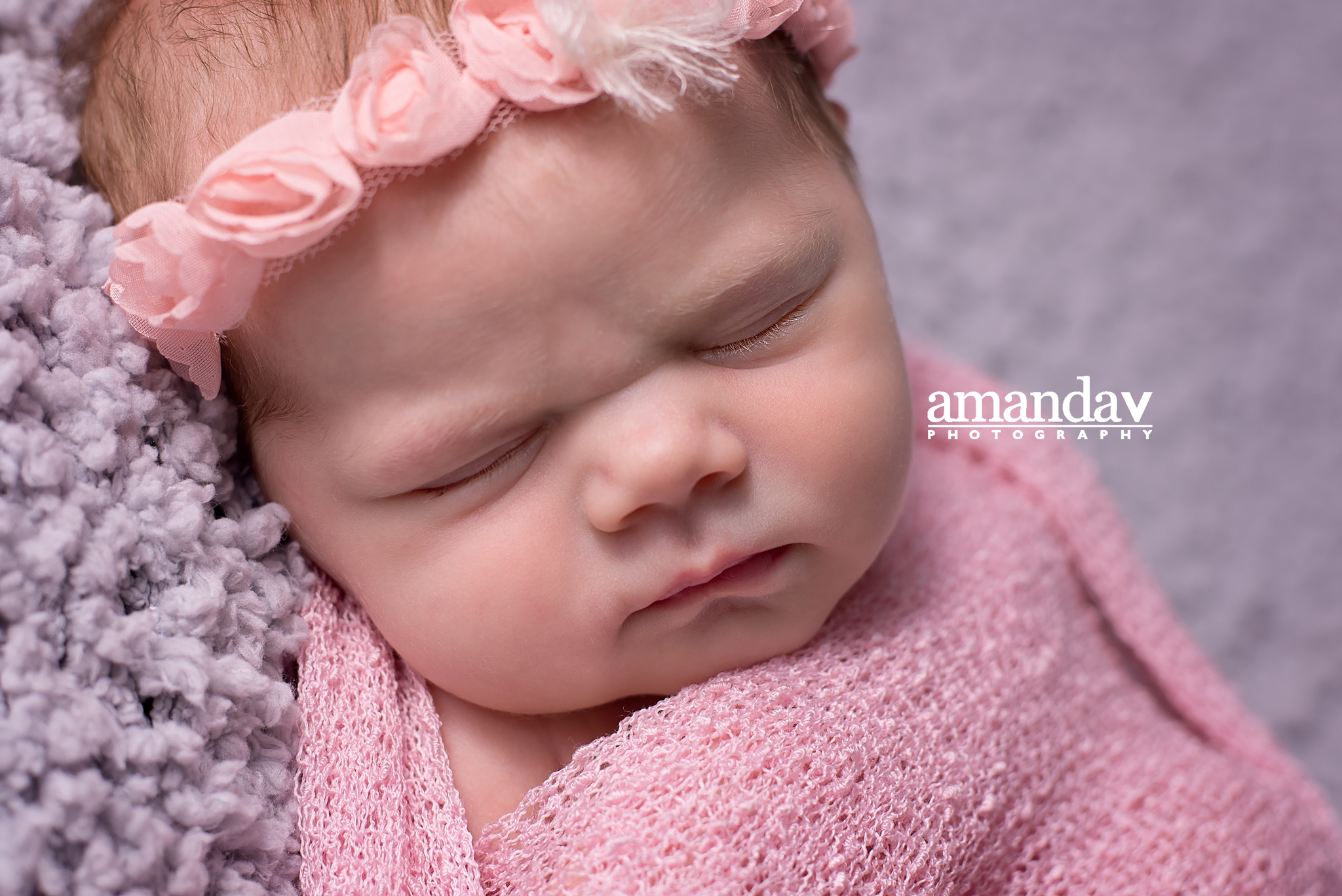 kelowna-newborn-photographer with rosette tieback