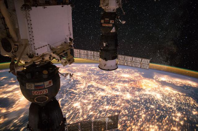 Earth_Observation_at_Night_from_ISS.width-800.jpg