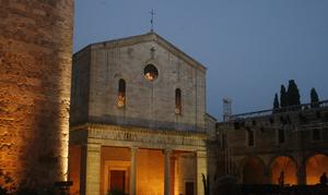 chiusi+cathedral+square.jpg