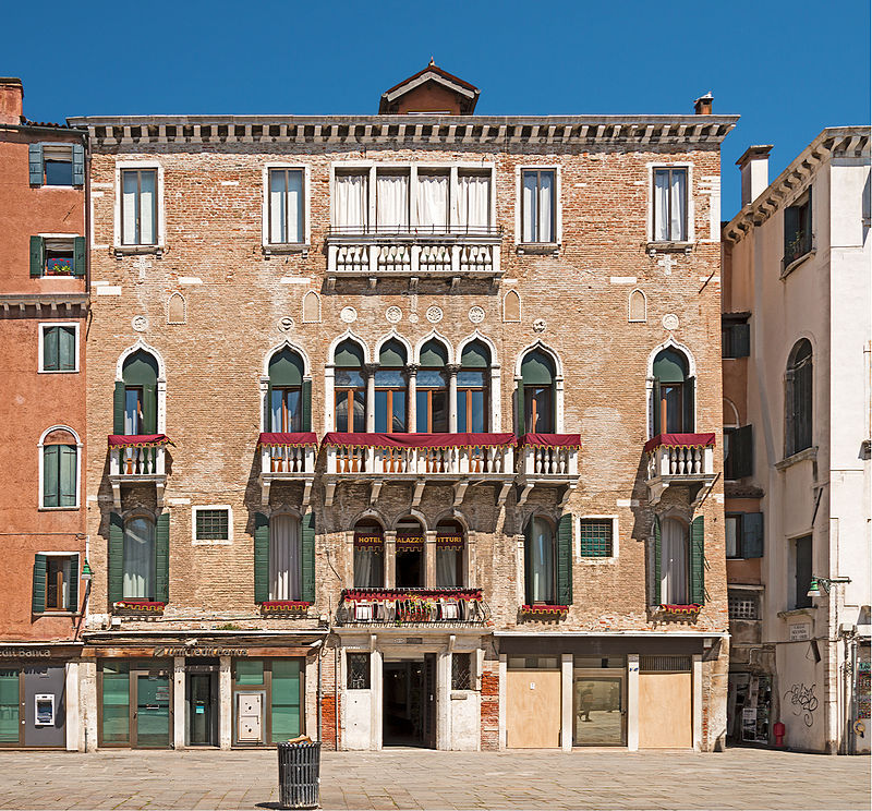 Palazzo_Vitturi_(Venice).jpg