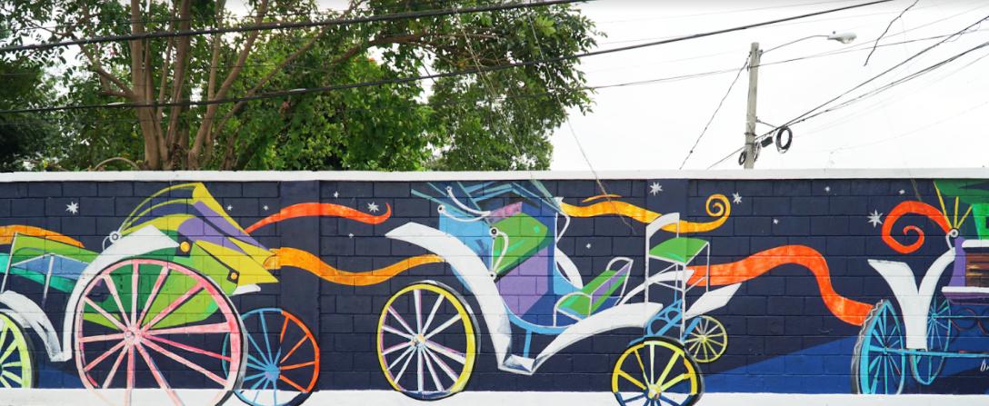 A colorful interpretation of the traditional carriage from Santiago / Una representación colorida de los típicos coches. Calle R.Tolentino, Centro de la Ciudad