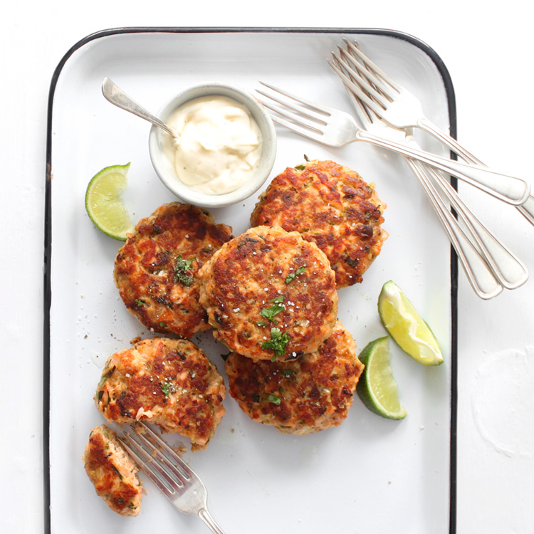 asian salmon cakes with sesame mayo