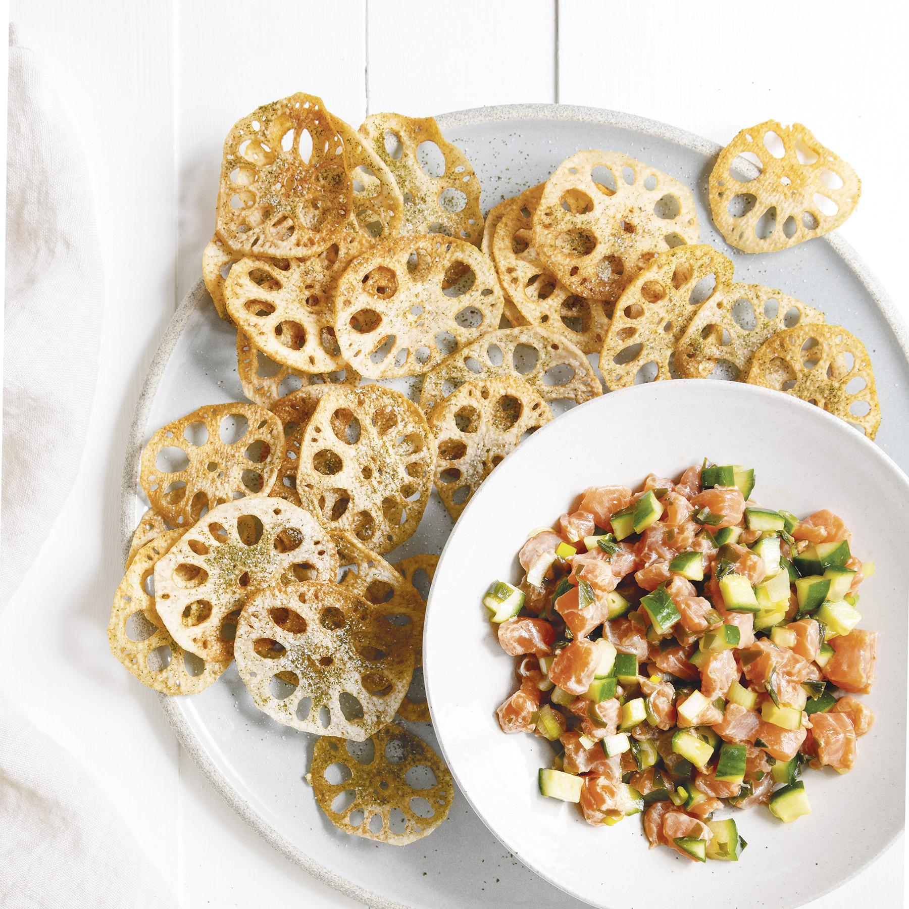 salmon tartare with lotus chips