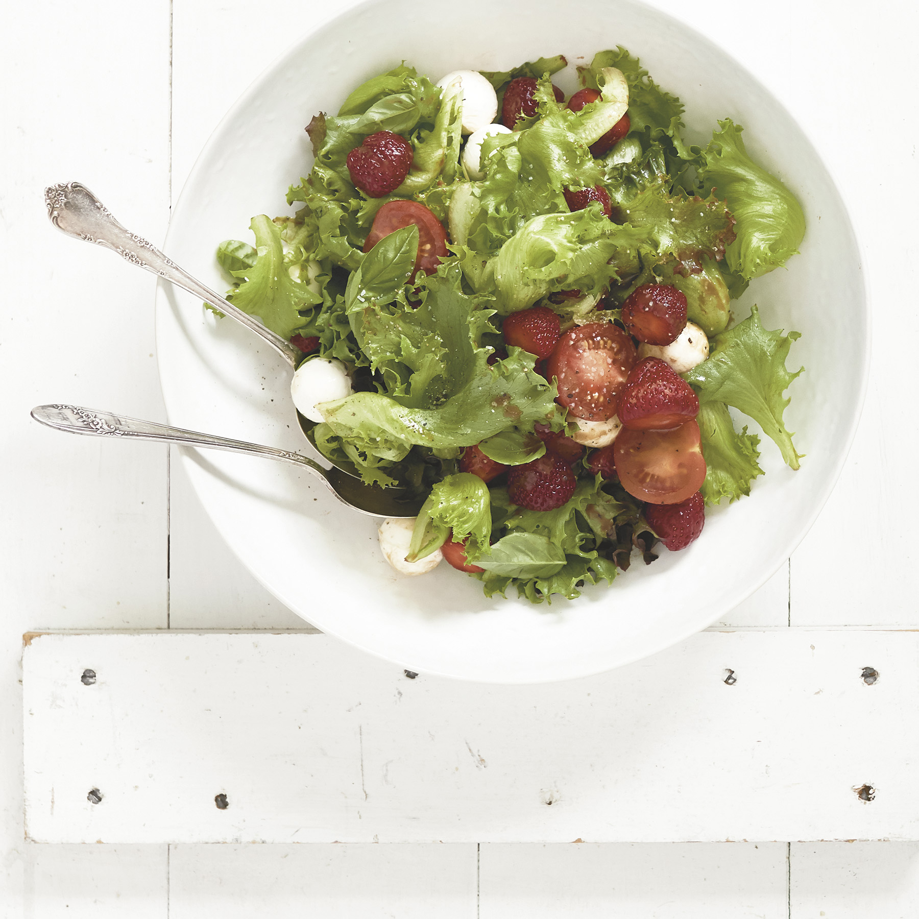 strawberry salad with balsamic dressing