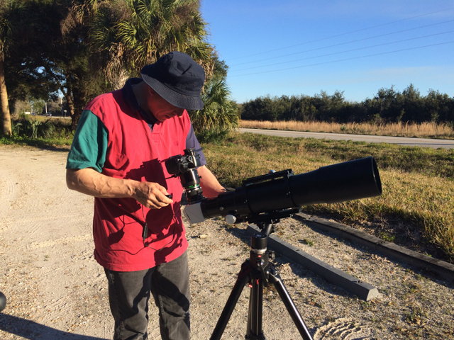 Robert Hunt, my digiscoping partner. That's right, he's using a telescope for digiscoping.