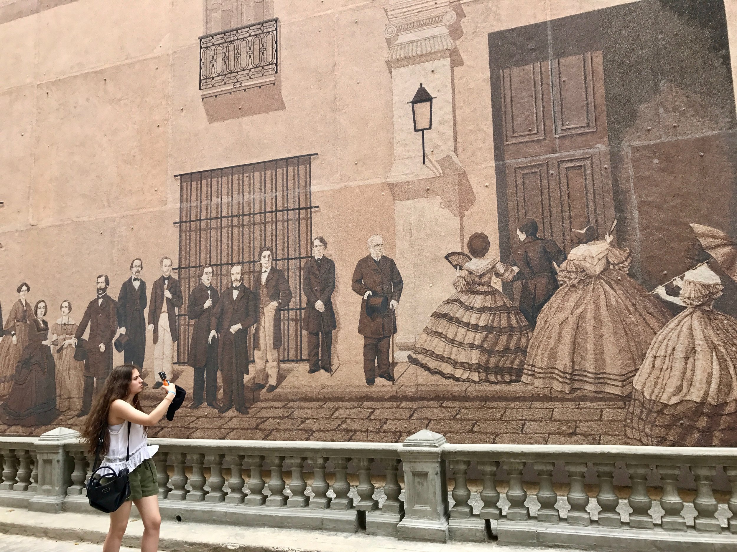 Mural by Andrés Carillo depicting important figures in Havana's history. It was made with sand and resin.