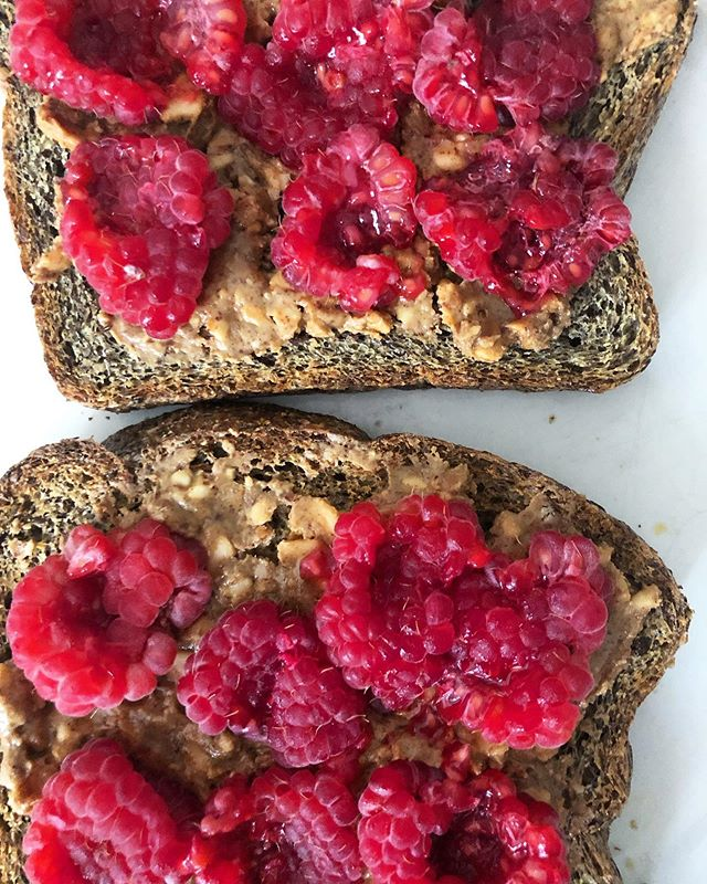 "It's peanut butter jelly time 💃 here I used Royo bread (@royobreadco is 2 net carbs and 4 g of fiber), chunky organic peanut butter and raspberries! This was a total of 14 g of fiber and 20 g of protein.. and absolutely delicious! You always want to pair fiber with protein for meals and snacks to keep your energy stable, to keep you full, and optimize your body, mind and brain! . . . You can use my discount code ""Abigail10"" for 10% off an order of royo. Happy snacking!"