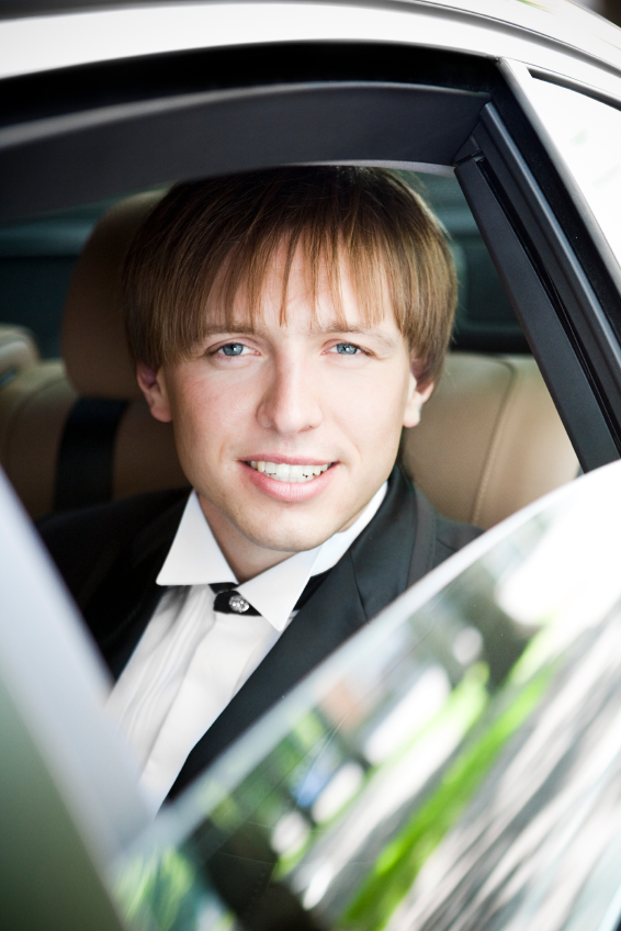 30-iStock_000011166220Small-groom-in-limo.jpg