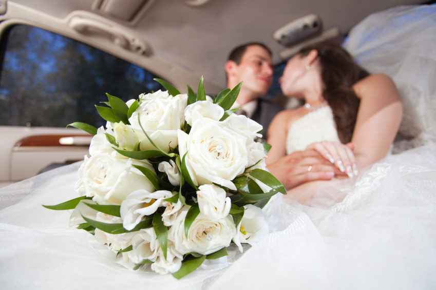 20-iStock_000015305465Small-just-married-young-couple.jpg