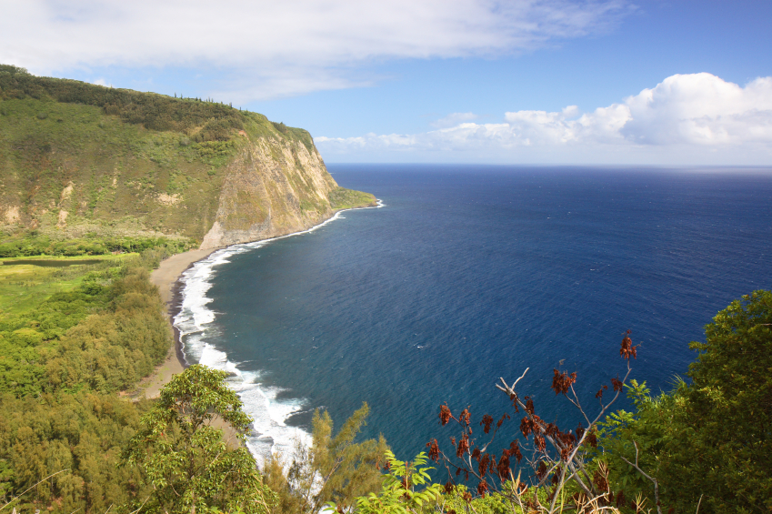 35-iStock_000004819158Small-waipio-valley-hawaii.jpg
