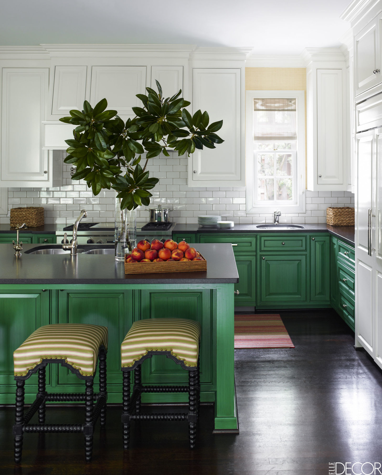 This kitchen feels like a green velvet cupcake with cream cheese frosting. Now that's friendly!   Design by J. Randall Powers, Elle Decor July 2016, Photo: Eric Piasecki