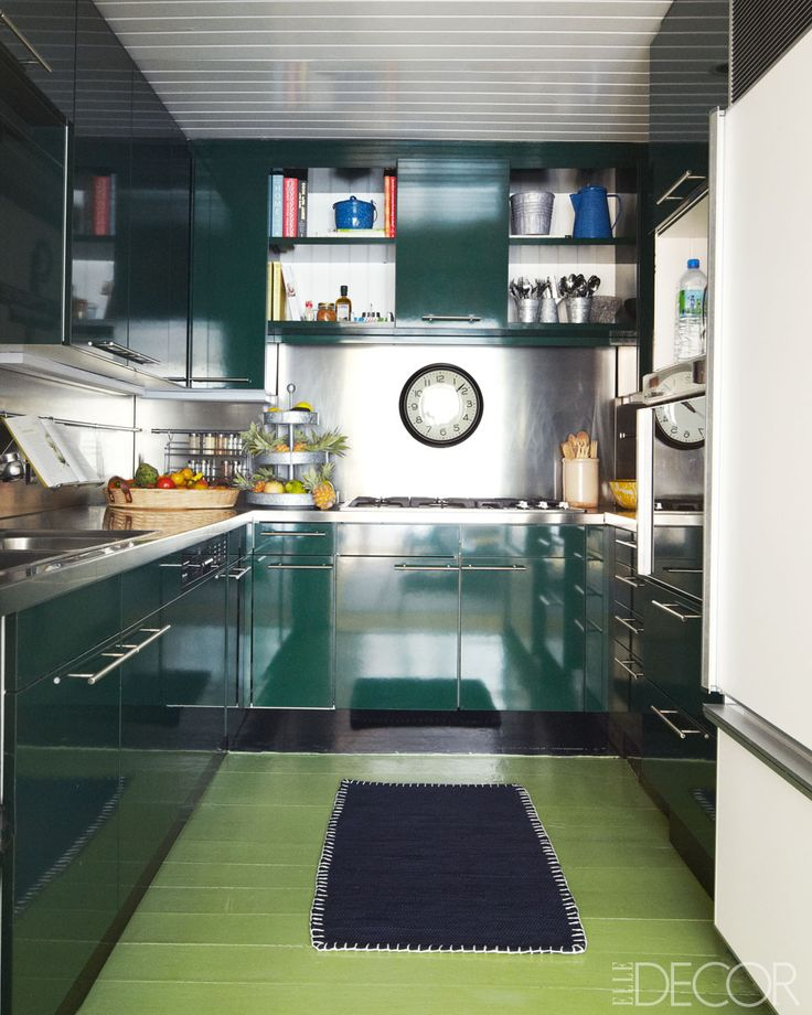 I'm drooling all over this glossy green kitchen. The smooth surfaces make clean up a cinch!   Design by Nathan Turner, Elle Decor July 2014, Photo:  William Abranowicz