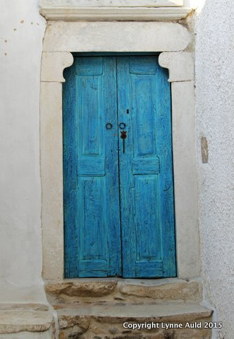 02-Naxos blue door.jpg
