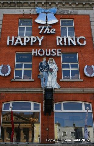 02-Ring house.jpg