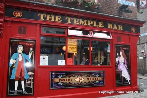 04-Temple Bar pub med.jpg