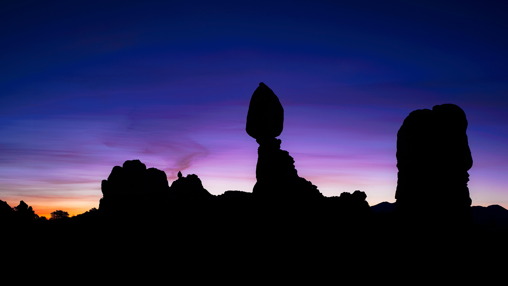 BALANCED ROCK - Arches National Park, UT
